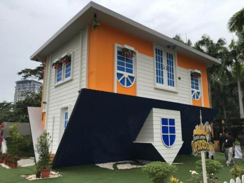 Rumah Terbalik KL 06