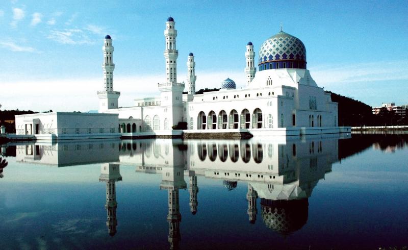 Terserlah kecantikan Masjid Terapung Kota Kinabalu