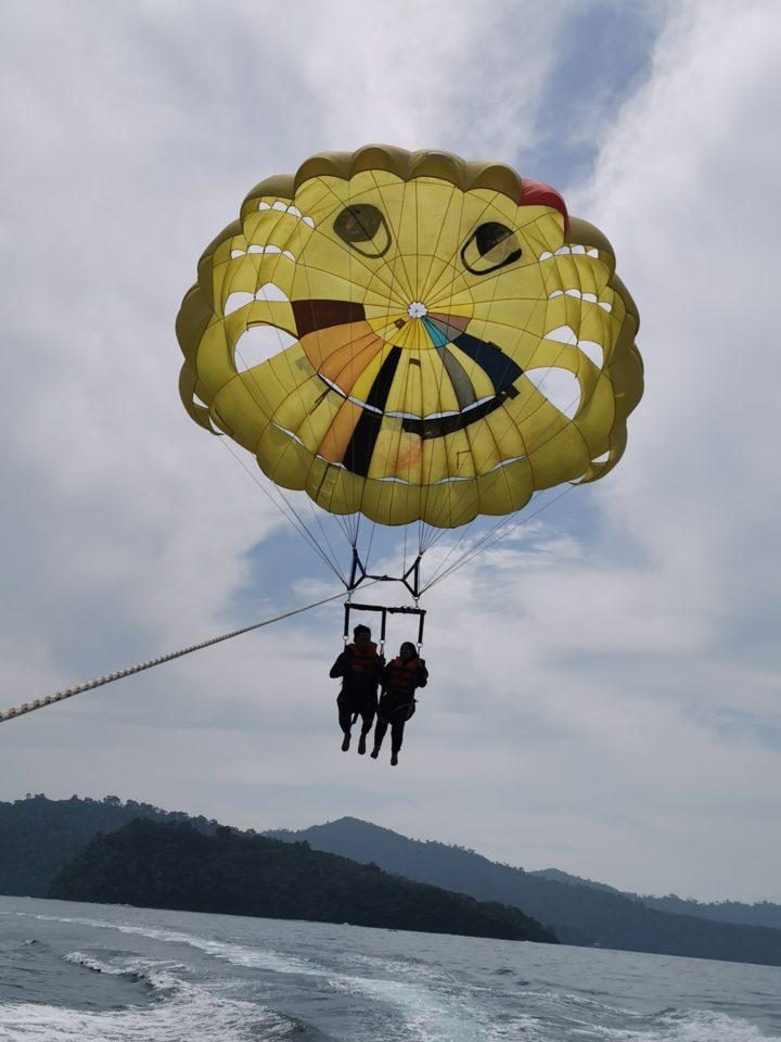 parasailing pulau sapi sabah
